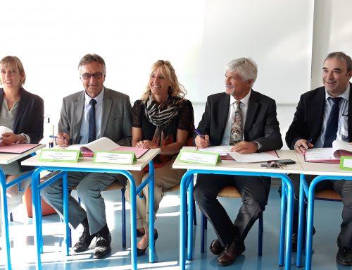 Signature de la convention pour l'ouverture de la classe externalisée pour enfants sourds au Collège Camille Claudel de Marignier (Haute-Savoie